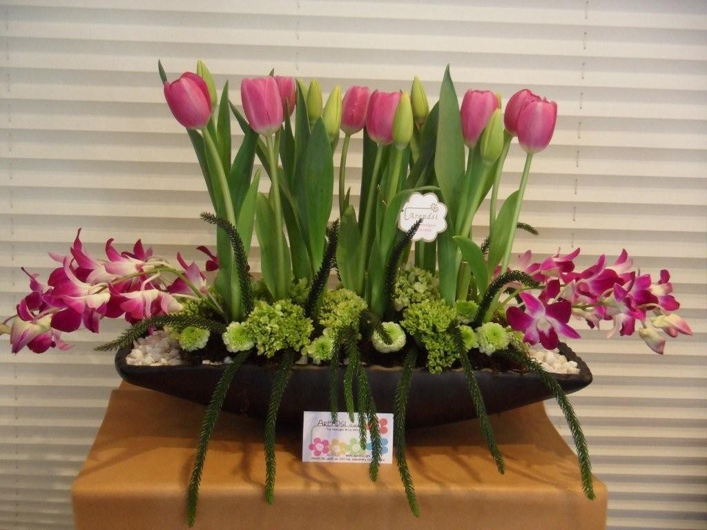 Arreglos florales orquideas y tulipanes for Arreglos florales para boda en jardin
